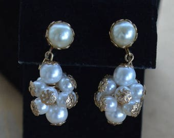 ON SALE Pretty Vintage Faux Pearl Cluster Dangle Clip Earrings, Gold tone (L3)