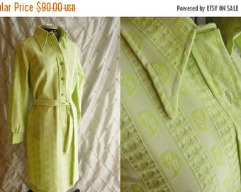ON SALE 60s Dress // Vintage 1960s Light Lime Green Paisley Dress by Cedar Glen Size L