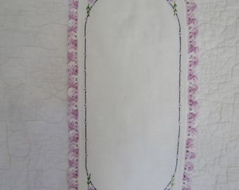 Vintage Table Runner Table scarf Cotton with lace edge and flowers