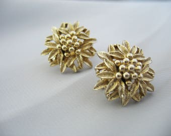 Sarah Coventry Flower Earrings, Goldtone, Edelweiss, Leverback Clip on, 1970s, Vintage Jewelry