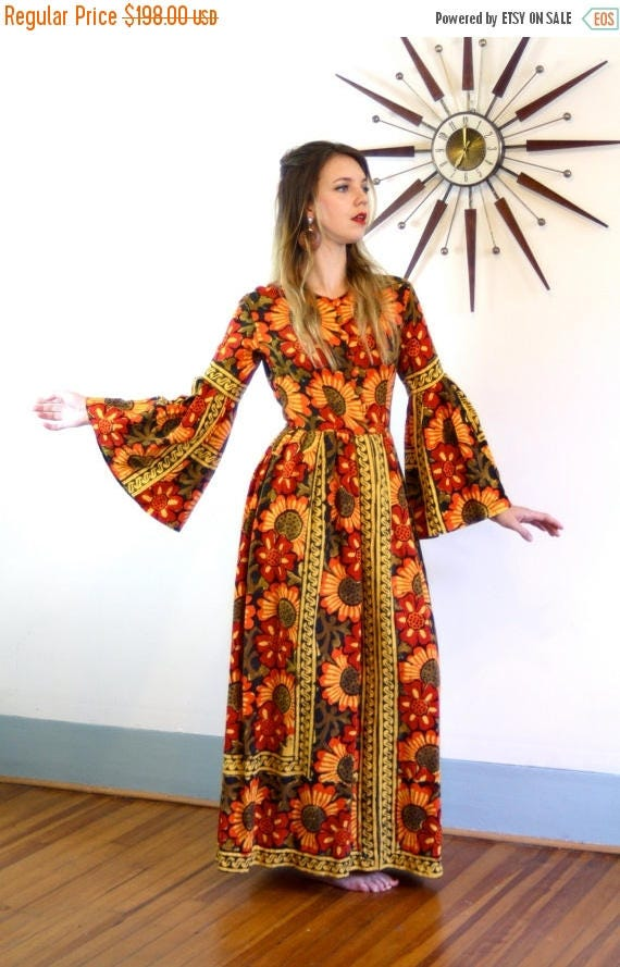 SALE 50% OFF Vintage 70s Indian Tapestry Kaftan Hippie Daisy Flower Print Dress Made in India Orange Red Black Cotton Caftan 1970s Long Bell