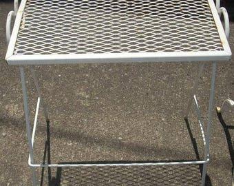 Mid Century Salterini Woodard Style Wire Metal Nesting Table