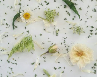 Green and White Dried Flowers, Wedding Confetti, Centerpieces, Real Leaves, Petals, Dried Roses, Table Decor, Reception, 1 Box of  Flowers