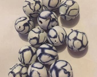 Pack of 13 x 10mm polymer clay round white with navy coloured lines beads.