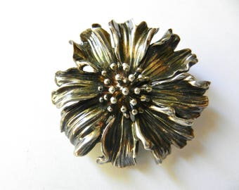 Tiffany & Co Silver Marigold Nature Flower Brooch Pin Rare Vintage Excellent detailed figural made of solid sterling silver - Art.870/4
