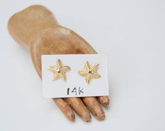 Vintage 14K Gold Tiny Starfish Earrings . Posts . Detailed Design . 1970's .