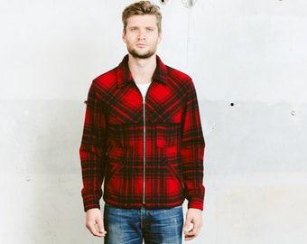 Men Vintage Mackinaw Jacket . Buffalo Plaid Cruiser Coat 80s Wool Fleece Red Black Camping Lumberjack Coat Mountain Outerwear . size Medium