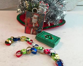 SALE Miniature Paper Garland Chain, Dollhouse Miniature, 1:12 Scale, Dollhouse Accessory, Holiday Decor, Crafts