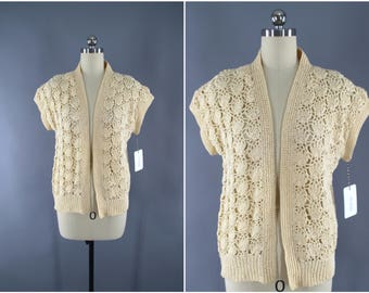 1980s Vintage Crocheted Cardigan Sweater / 80s Knitted Cardi / Ivory Cream / Scalloped Shells / Open Front Kimono Sweater