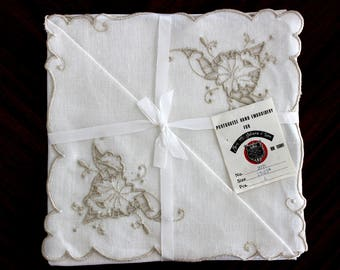 4 Embroidered Cutwork Dinner Napkins, Off White Linen, Ecru Embroidered, Portugal 14069