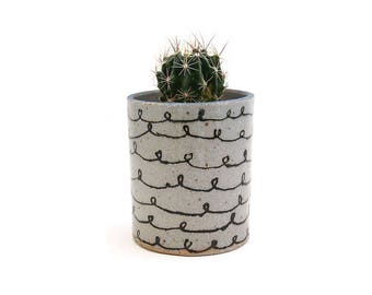 Ceramic Curly Q Blue Lipped Planter