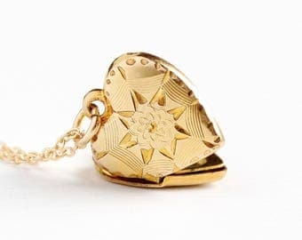 Vintage 12k Yellow Gold Filled Flower Spider Web Heart Locket Necklace - Late Art Deco Dainty 1940s Halloween Pendant Floral HFB Jewelry