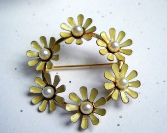 ANNIVERSARY SALE Yellow Daisy Brooch with Pearls