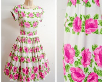 1950s Pink & white rose print rayon day dress / 50s printed floral full skirt dress - XS