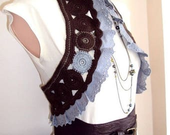 Brown vest with lace -