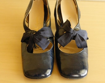 """1960s Navy Blue Patent Leather Shoes Size 6 1/2"""" B"""