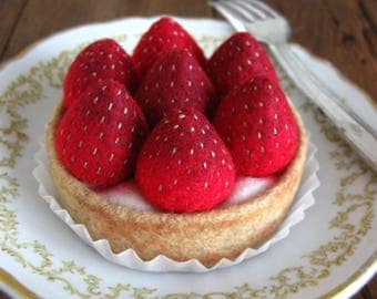 NEW Felt Food Strawberry Tart