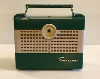Vintage 1950s EMERSON RADIO // Forrest Green and Gray // Portable with Handle