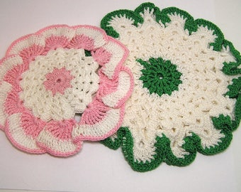 2 Vintage Potholders Crochet Handmade Pink Green Cottage Chic COUNTRY Kitchen Collect Great gifts