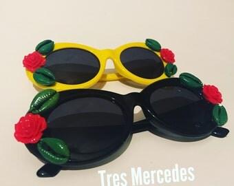 Como la Flor Sunglasses flower cowrie shell
