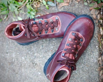 Lovely vintage Vasque Sundowner Hiking Boots- Made in Italy in 1995- Size 8.5 Womens Leather and Gore-Tex may fit trans/other genders
