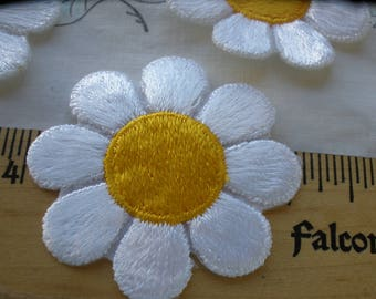 52MM iron-on Daisies Flower Power Golden Yellow & white Embroidered Applique patches 3 pieces embellishment Craft Accent scrapbook sew daisy
