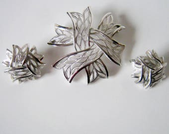 Crown Trifari Silver Brooch and Clip On Earrings Set, Vintage Silver Tone Ribbon
