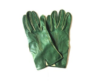 Gloves Green Leather Piping Short  Wrist Length Size Medium 1950s