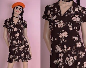 90s Daisy Print Dress/ US 7/ 1990s/ Floral