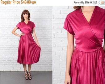 ON SALE Vintage 70s Pink Dress Plunging V neckline Cap Slv Pleated Full Large L 9485