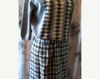 Vintage Summer Sale 1950 pencil skirt and sweater set size 4