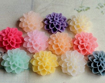 16 Pieces (8 Pairs) of 16 mm Resin Flower Dahlia Cabochons of Assorted Colours. (.am)