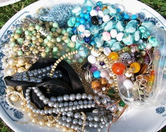 BROKEN JEWELRY LOT 1.13 lb Bead Necklace Components Ring Charm Findings Destash Craft Mixed Media Upcycle Collage .6a