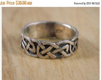 ETSYCIJ Sterling Silver Celtic Knot Ring / Vintage Irish Celtic Knot Band Ring Size 7.75