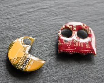 Pacman inspired Pin made with recycled Circuit board - magnetic pin, badge, gift for gamer, geek gift