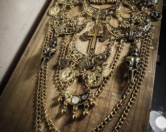 Crown Skullbird gold bib necklace
