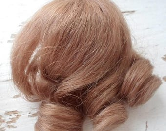 ON SALE Vintage 100% Cheveux Naturel Dolls Wig, Made In France, Honey Blonde, Ringlet Curls, Bangs, Doll Supplies, Doll Hair