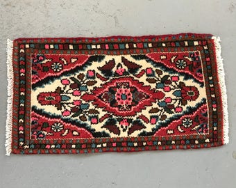 """SHIPS FREE! Small Vintage Persian Area Rug - 27"""" x 14"""""""