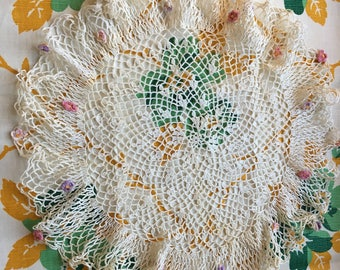 Vintage delicate doily small flowers creamy crochet