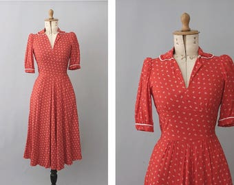 1970s red floral Dress does 40s  small