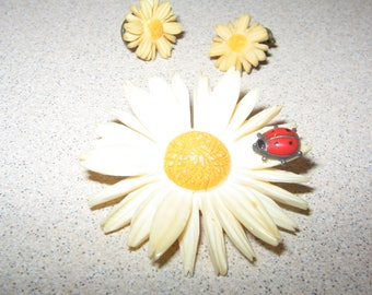 Quality Carved Flower Lady Bug Pin Brooch Vintage Costume Jewelry #2478