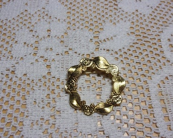 Vintage gold tone circle pin brooch