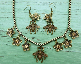 Bee and flowers Necklace and earrings