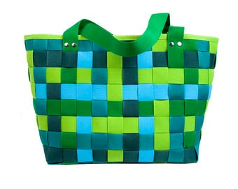 The extra large shopping bag-colors of spring
