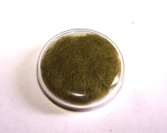 A globe round 26 mm KHAKI CARDEE wool filled glass