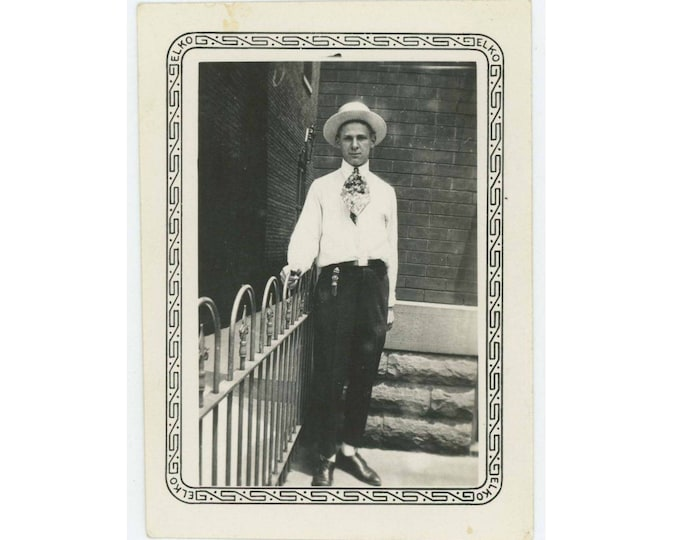 Vintage Photo Snapshot: Hipster, 1920s-30s (77590)