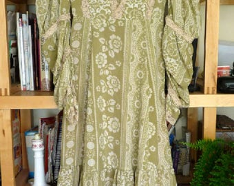 Vintage Willow Green Patterned Maxi Dress Layered Hippie 1970's Boho Tiered Romantic Small Prairie