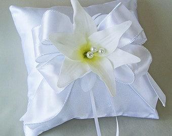 White bearer pillow, White bridal ring pillow,  White flower ring pillow,  White wedding ring pillow, Ivory ring pillow, Wedding pillow