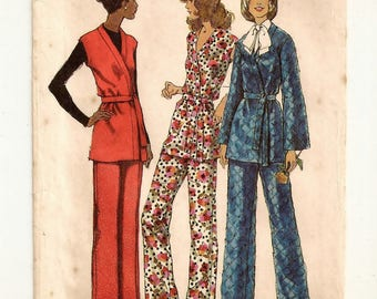 "A Front Wrap, Long Sleeve or Cap Sleeve Tunic & Back Zip Straight Leg Pants Pattern for Women: Uncut-  Size 10 Bust 32.5"" • Simplicity 5138"