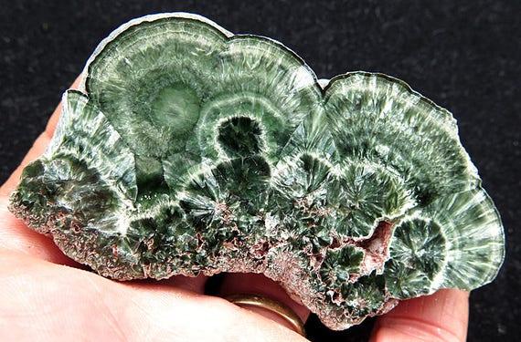 Fresh Mining of Seraphinite. Korzunovskoe, Irkutskaya Oblast', Russia. 92.1 grams. Polished both sides.